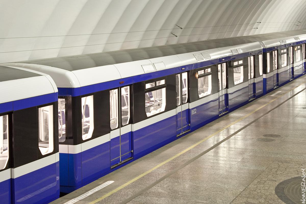 каждым них новые вагоны в метро санкт петербурга фото же